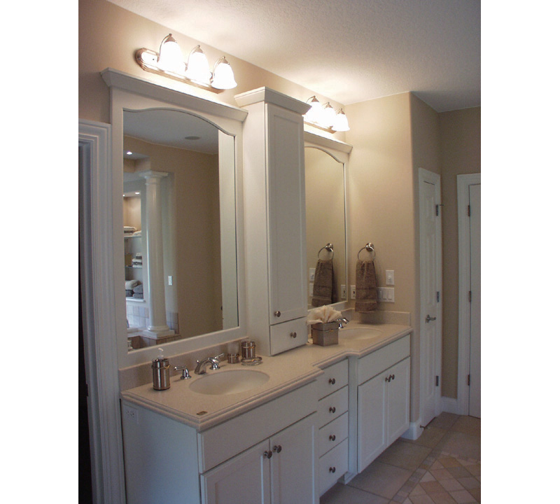 European House Plan Master Bathroom Photo 02 051S-0021
