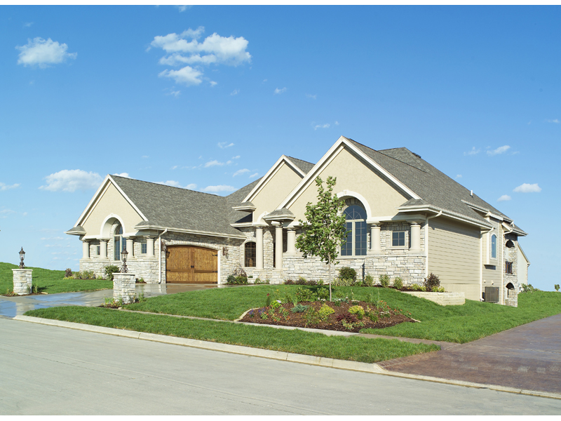 Sunbelt Home Plan Front Photo 01 051S-0053