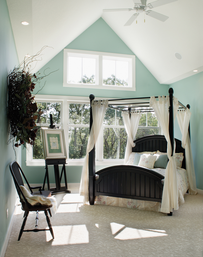 Traditional House Plan Master Bedroom Photo 01 051S-0054