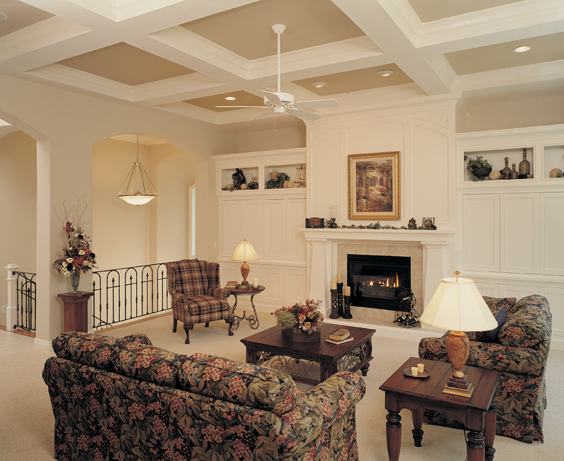 Shingle House Plan Great Room Photo 02 051S-0060