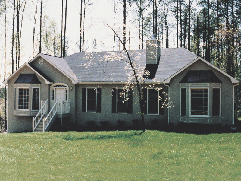Traditional House Plan Front of Home 053D-0005