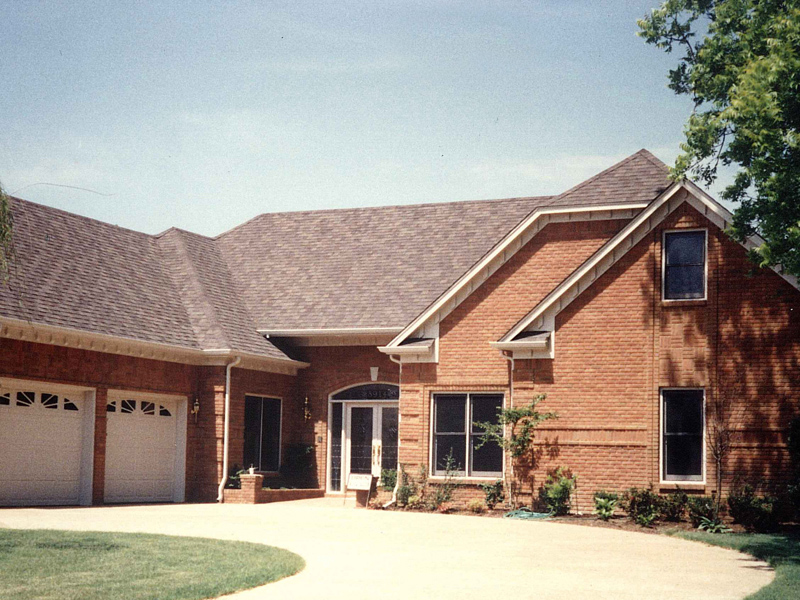 Traditional House Plan Front Photo 01 053D-0011