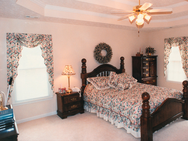 Colonial Floor Plan Bedroom Photo 01 053D-0020