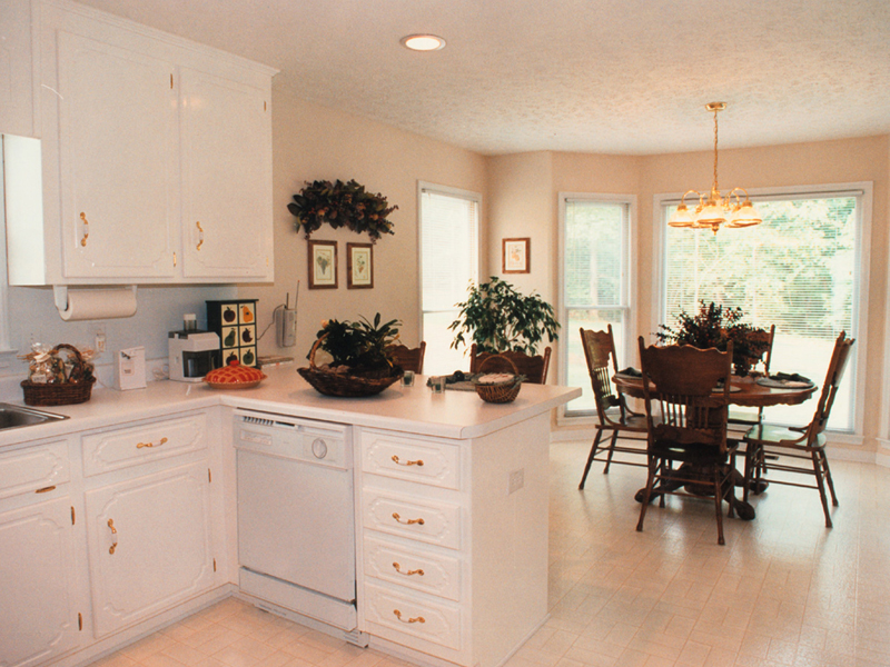 Colonial Floor Plan Kitchen Photo 02 053D-0020