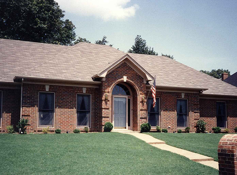 Traditional House Plan Front Photo 02 053D-0031