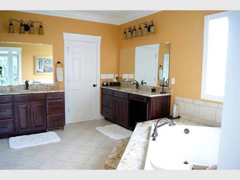 Ranch House Plan Bathroom Photo 01 - 055D-0054 | House Plans and More