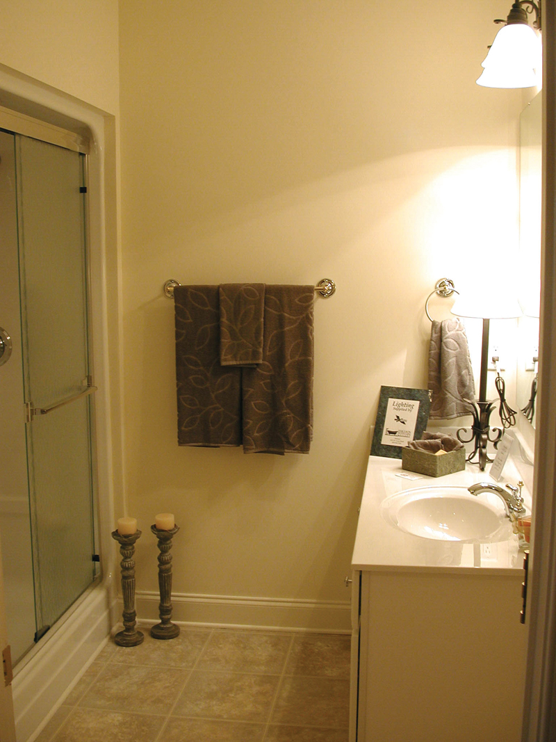 Cape Cod and New England Plan Bathroom Photo 02 055D-0174