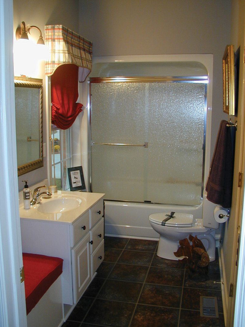 Colonial Floor Plan Bathroom Photo 04 055D-0174