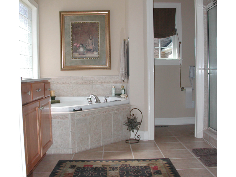 Colonial Floor Plan Master Bathroom Photo 01 055D-0174
