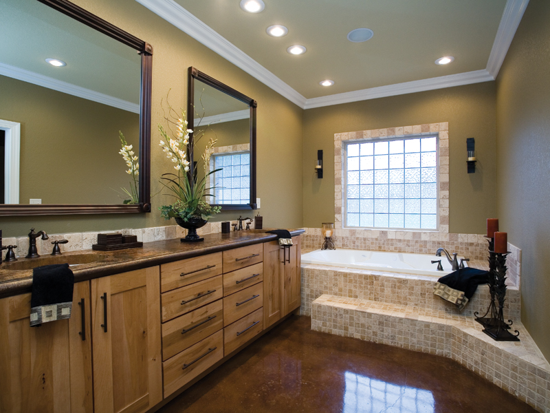 Country French Home Plan Master Bathroom Photo 01 055D-0202