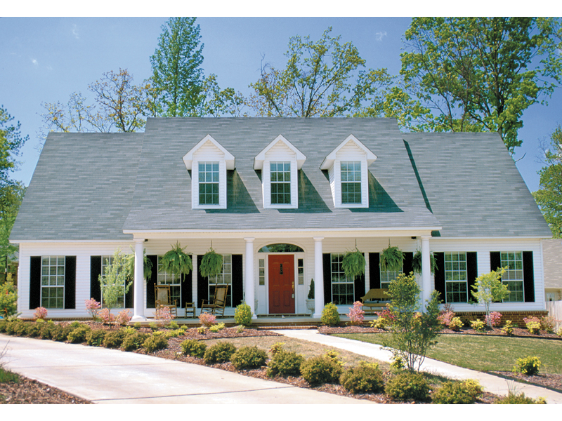 Southern Style House With Sweeping Covered Front Porch