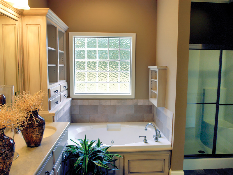 Southern House Plan Master Bathroom Photo 01 055D-0289