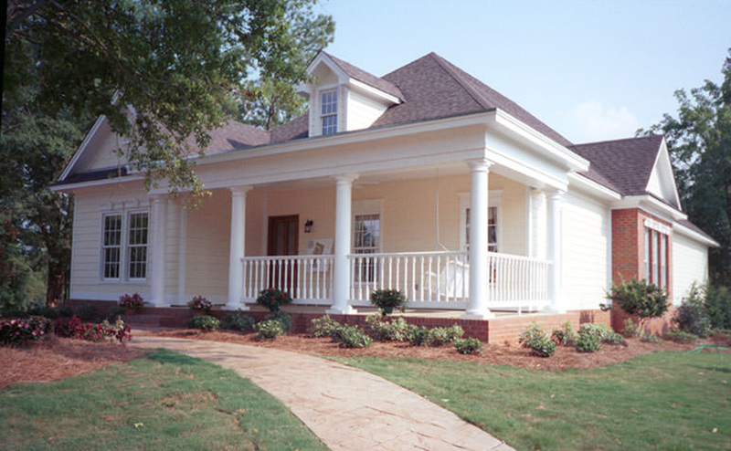 Southern Styled Narrow Lot With Wide Porch Area