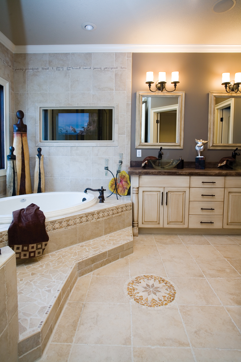 Ranch House Plan Master Bathroom Photo 01 055D-0748