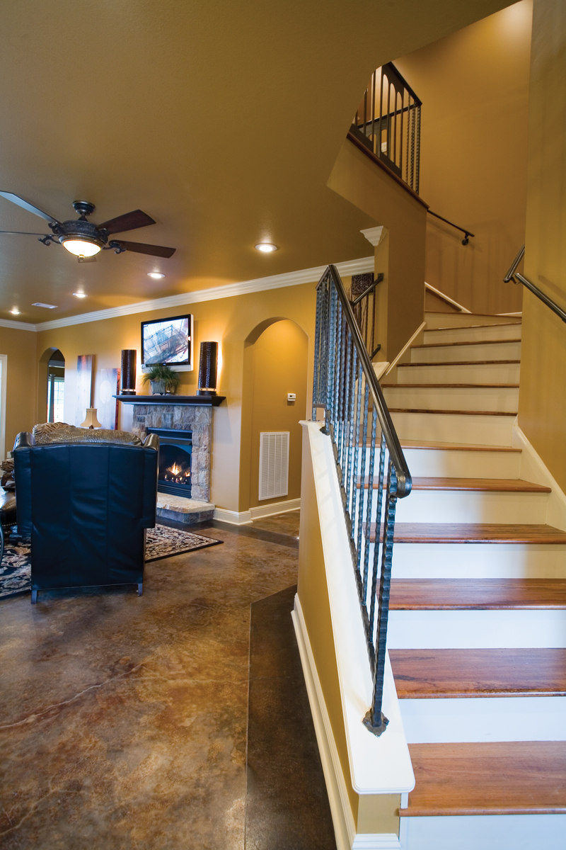 European House Plan Stairs Photo 055D-0817