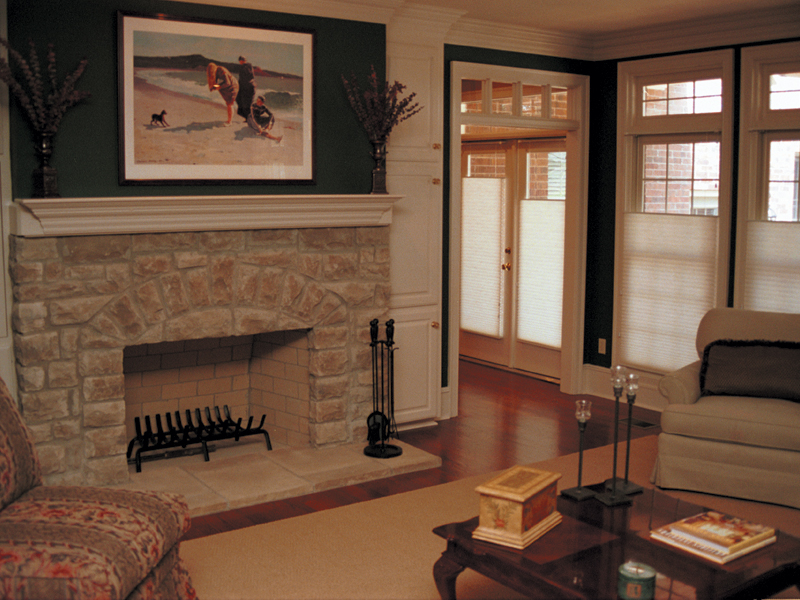 Traditional House Plan Fireplace Photo 01 055S-0002