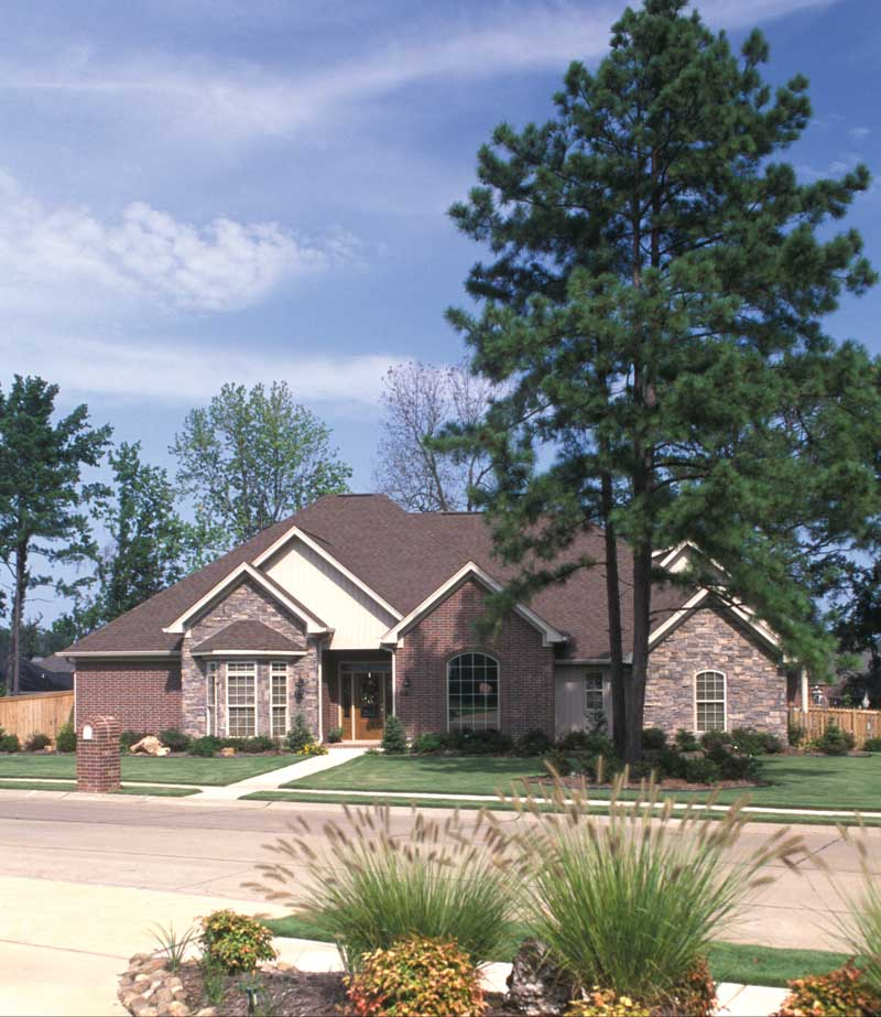 Traditional House Plan Front Photo 02 055S-0011