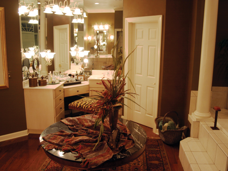 Luxury House Plan Bathroom Photo 01 055S-0027