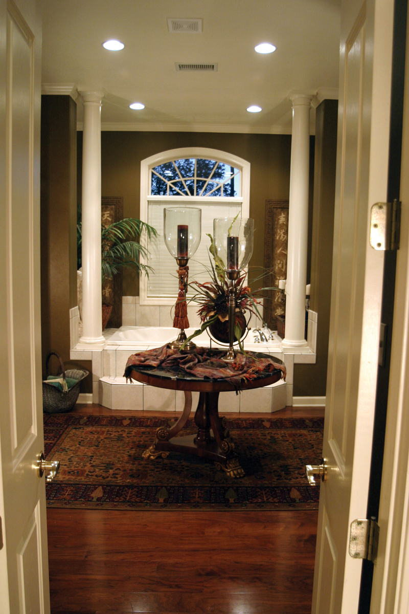 Traditional House Plan Bathroom Photo 03 055S-0027