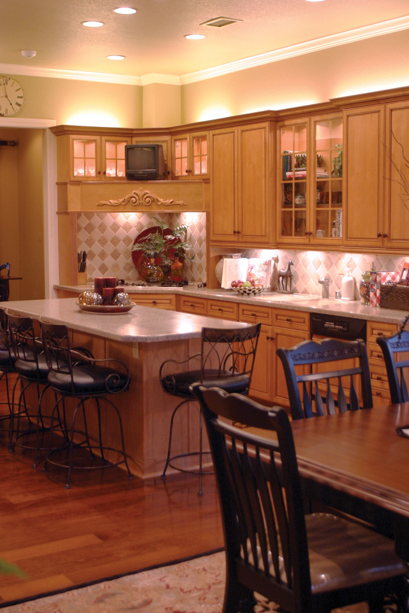 Traditional House Plan Kitchen Photo 03 055S-0027