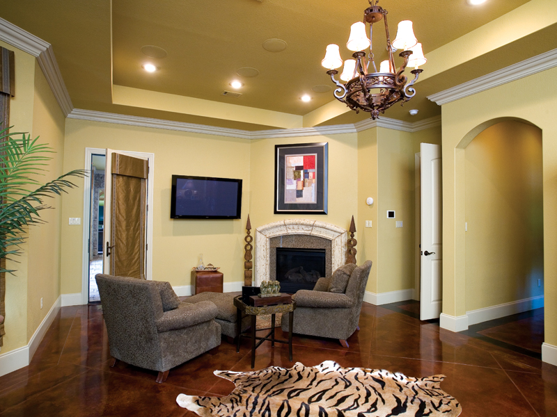 Traditional House Plan Family Room Photo 01 055S-0036