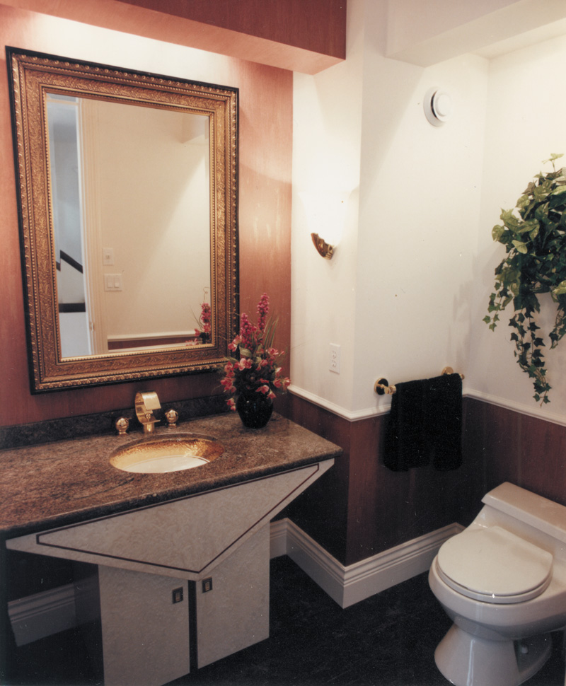 Luxury House Plan Bathroom Photo 01 062D-0016