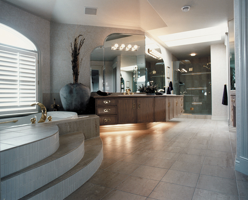 Luxury House Plan Master Bathroom Photo 01 062D-0016