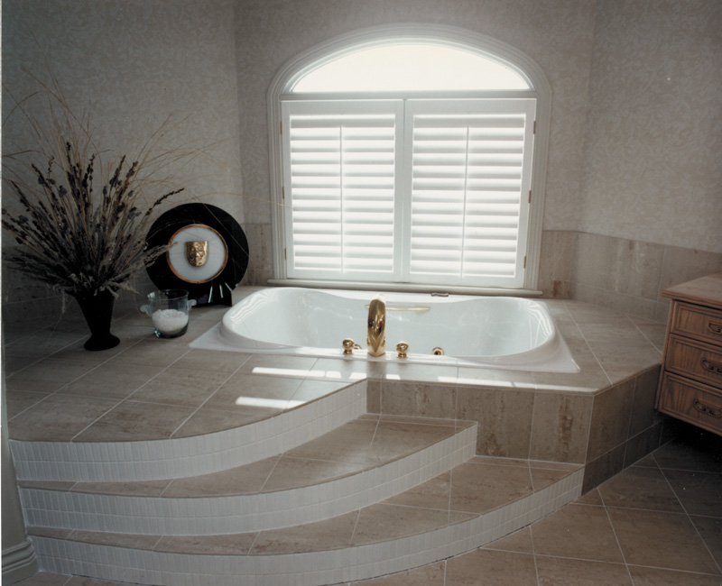 Luxury House Plan Master Bathroom Photo 02 062D-0016
