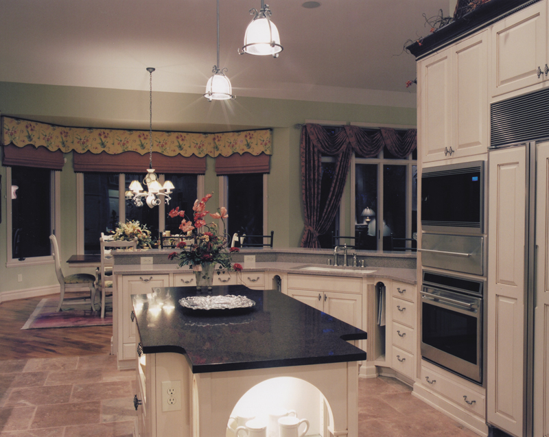 Luxury House Plan Kitchen Photo 03 065D-0041