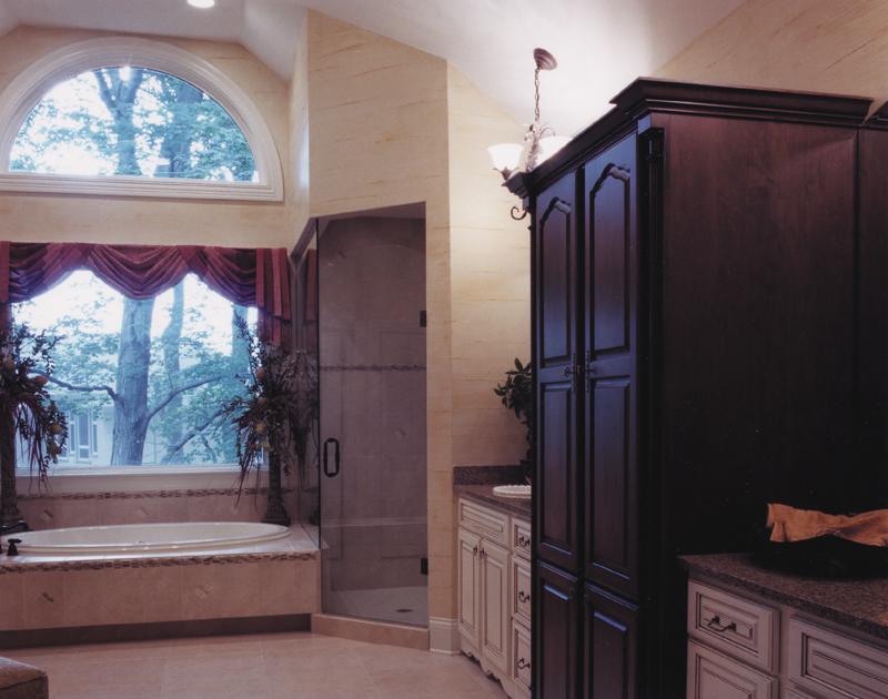Country French Home Plan Bathroom Photo 01 065D-0043