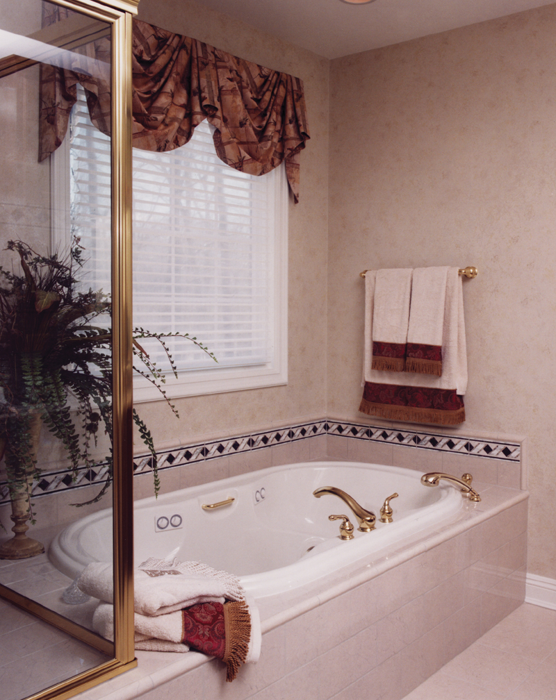 European House Plan Master Bathroom Photo 01 065S-0008