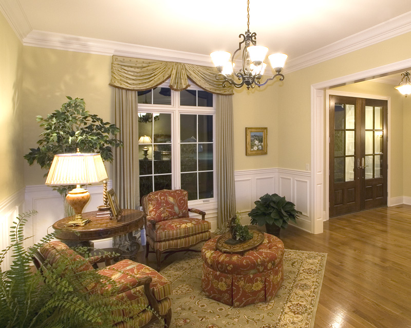 Traditional House Plan Sitting Room Photo 01 065S-0031