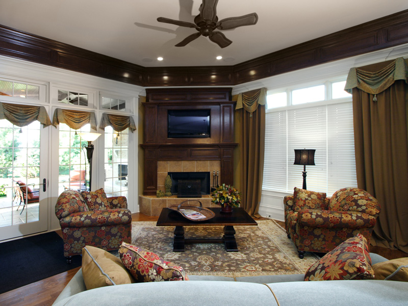 Country French Home Plan Family Room Photo 01 065S-0033