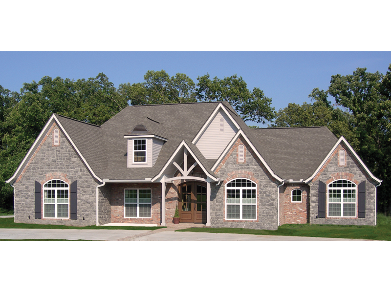 Traditional House Plan Front of Home 067S-0003
