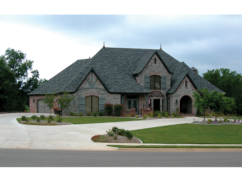 Traditional House Plan Front of Home 067S-0005