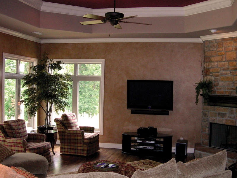 Traditional House Plan Living Room Photo 01 067S-0005
