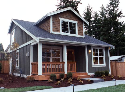 Country Home With Simple Bungalow Style And Shingle Décor