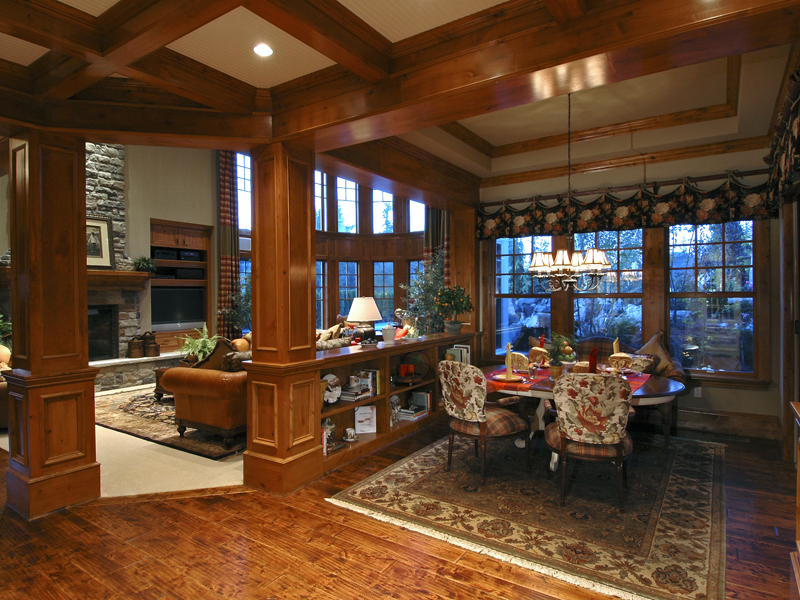 Traditional House Plan Family Room Photo 01 071S-0001