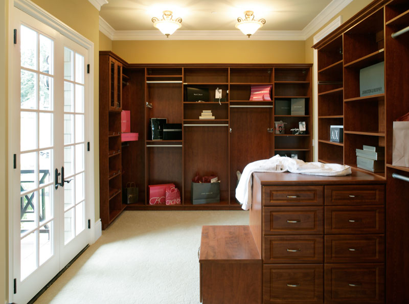 Luxury House Plan Closet Photo 01 071S-0002