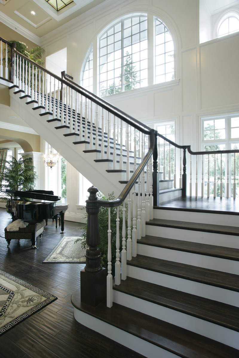 Luxury House Plan Stairs Photo 071S-0002