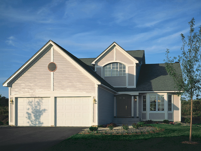 Traditional House Plan Front of Home 072D-0008