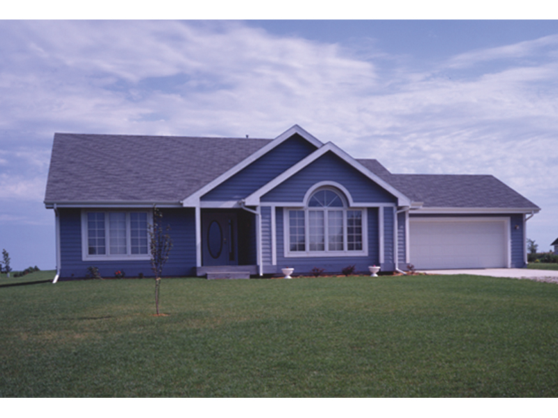 A Ranch Home With Great Simplistic Style Perfect For Any Region