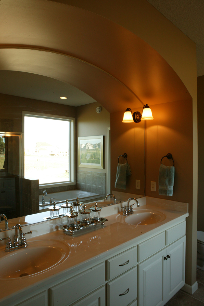 Ranch House Plan Bathroom Photo 01 072D-1111