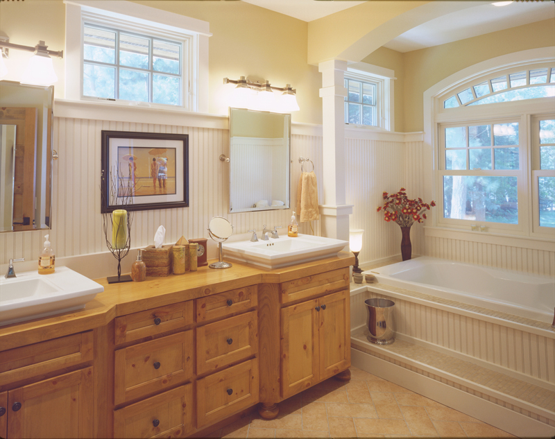 Arts & Crafts House Plan Master Bathroom Photo 01 - 072S-0001 | House Plans and More