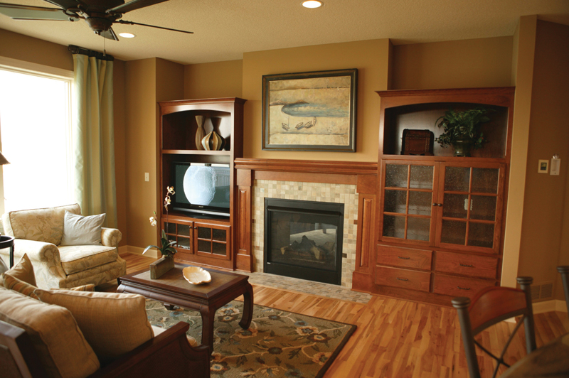 Traditional House Plan Fireplace Photo 01 072S-0002