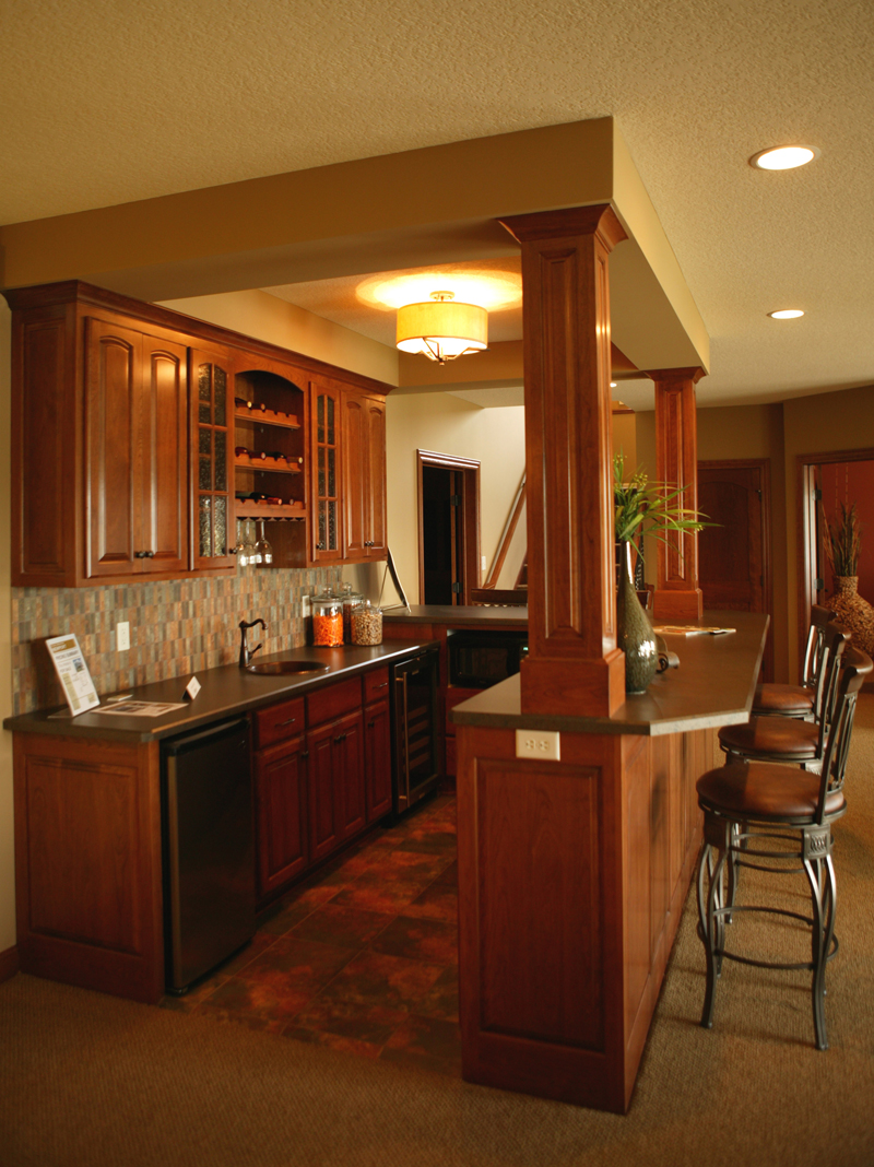 Traditional House Plan Bar Photo 072S-0003