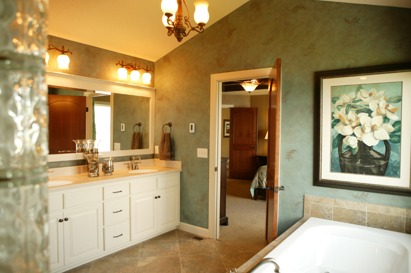 Luxury House Plan Master Bathroom Photo 01 072S-0003