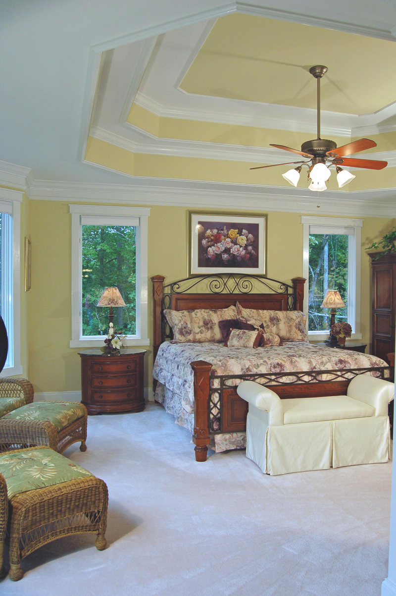 Arts & Crafts House Plan Bedroom Photo 01 076D-0204
