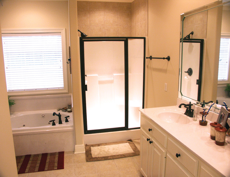 Ranch House Plan Master Bathroom Photo 01 077D-0002