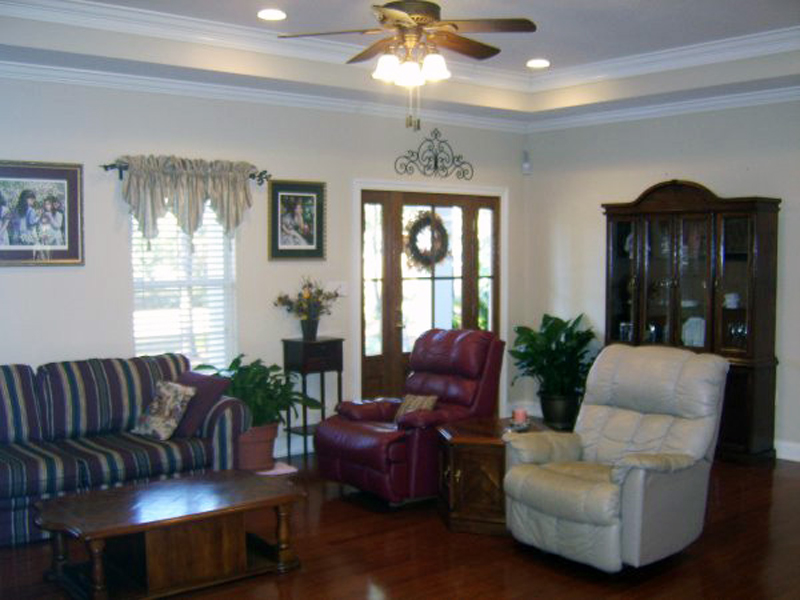 Traditional House Plan Great Room Photo 02 077D-0037